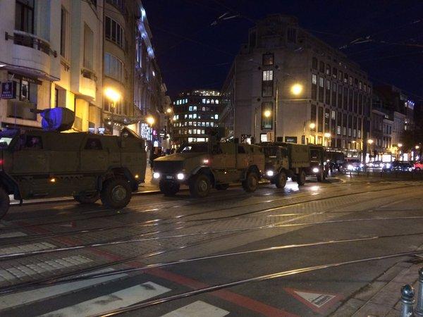 Υπό στρατιωτικό κλοιό οι Βρυξέλλες από πληροφορίες για τρομοκρατική επίθεση