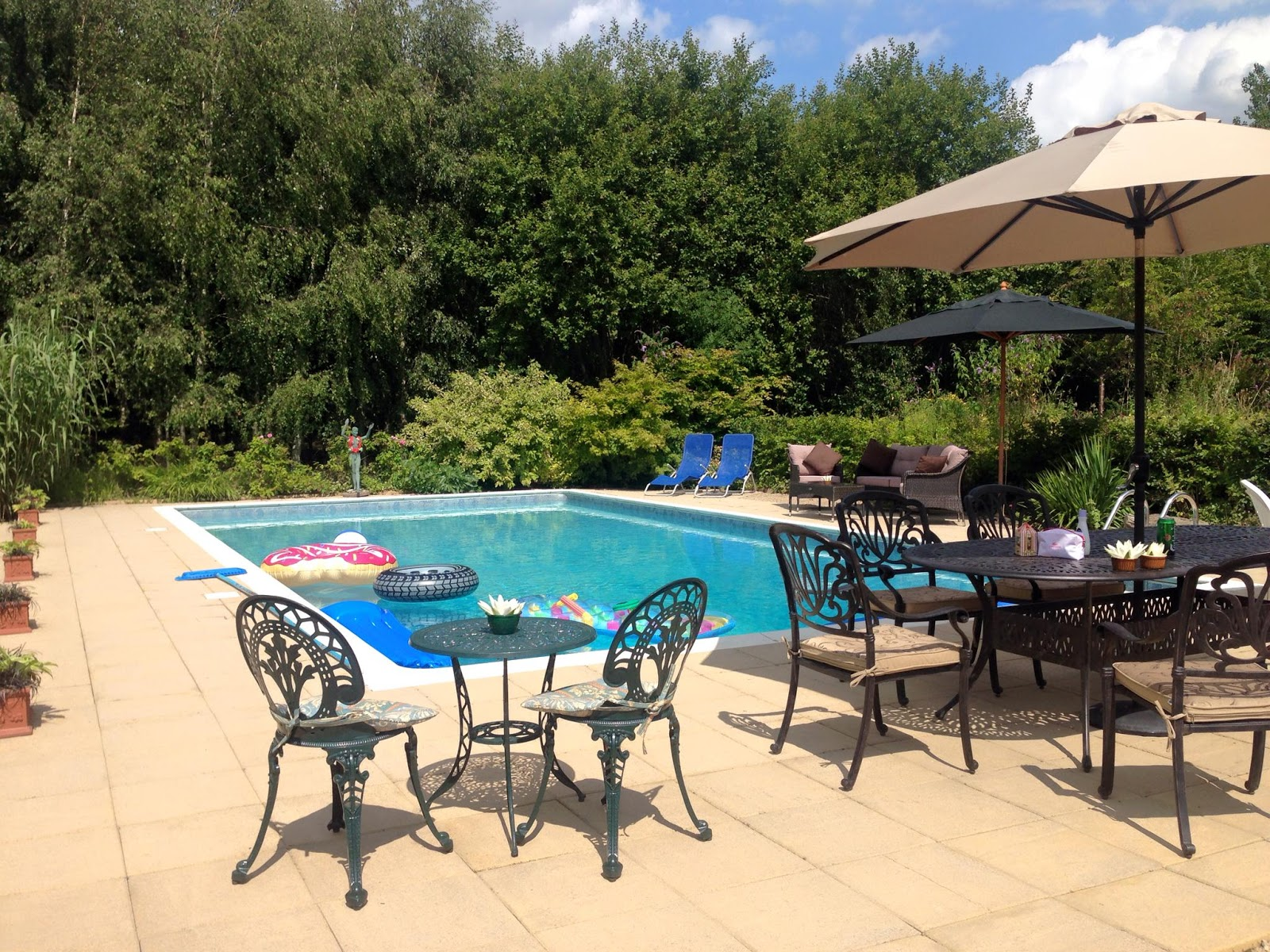 charlotte in england sunshine u003d pool party weather
