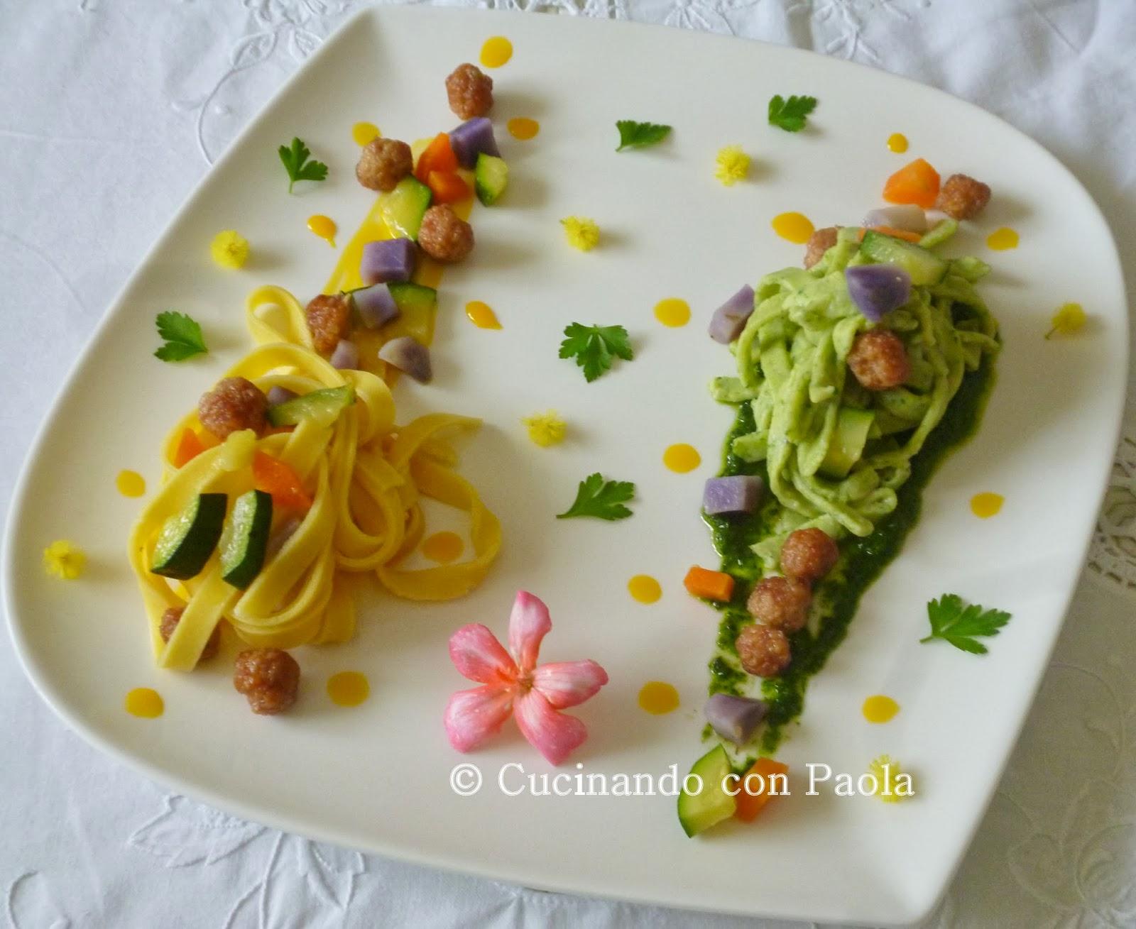 tagliatelle paglia e fieno con dadolata di verdure e polpettine