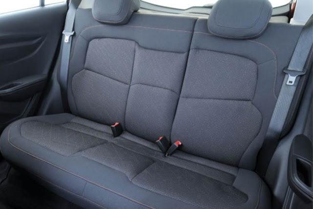 Chevrolet Onix - interior - bancos traseiros