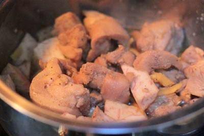 Braised Chicken with Taro - Gà Kho Khoai Môn