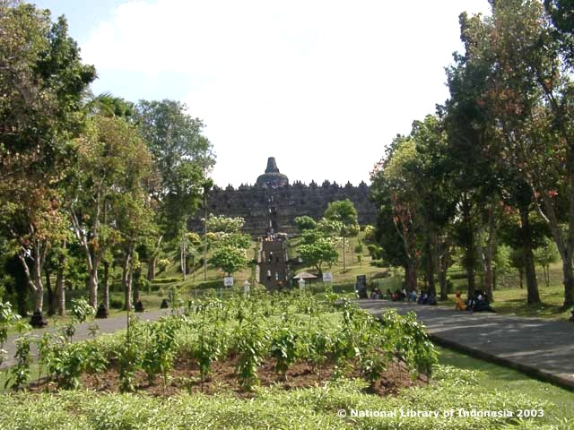 "Candi Borobudur, Koordinat GPS: 7° 36' 28.3"" S, 110° 12' 13.5"" E (*)"