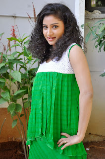 Vishnu Priya cute Pictures gallery 009.jpg