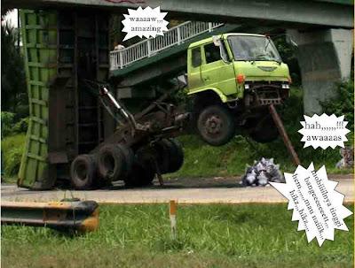 Kucing kaget liad truknangkat