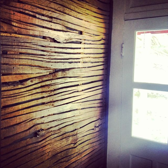 Rough Luxe Design: Reclaimed Wood Wall.