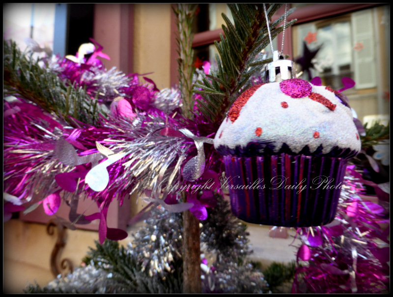 Cupcake Christmas bauble Versailles