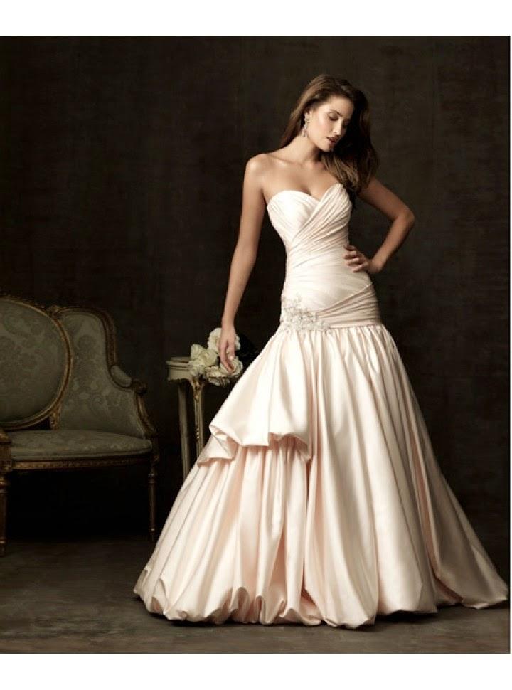 Vestido de Novia Strapless, Escote Corazon, Falda con Pliegues Verticales y uno Corto Superpuesto