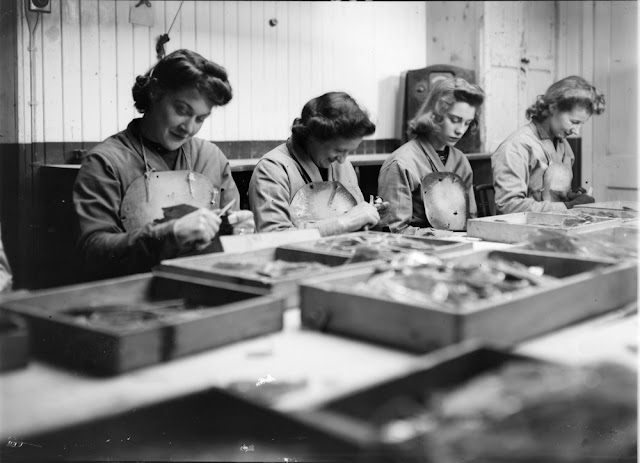 Processing of Scottish mica. Pitlochry Depot (January 1945). Perthshire. Cutting and trimming mica at the Sorting Factory.