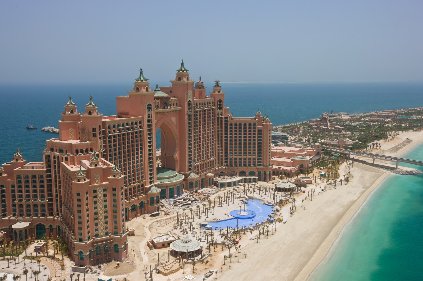 The palm islands dubai tourist destinations for Top resorts in dubai