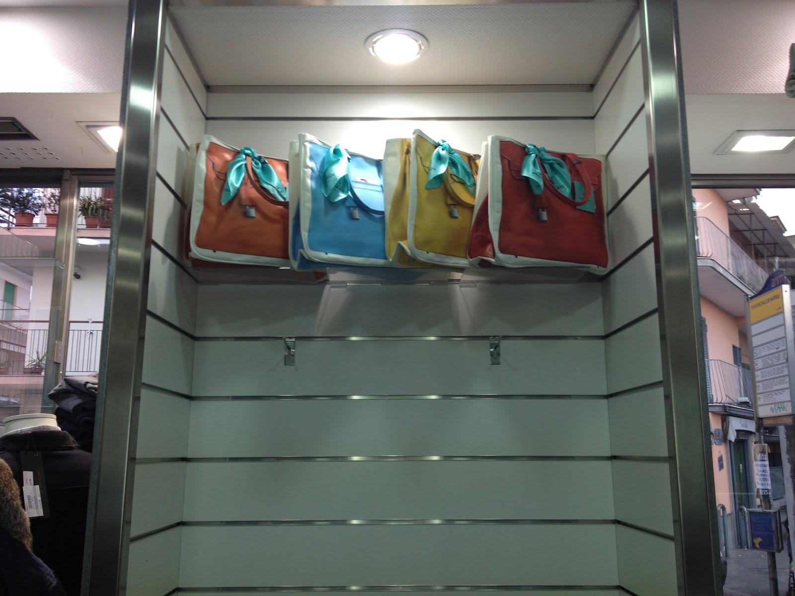 http://3.bp.blogspot.com/-dN0HJMuV7J8/T2pv-KKYEbI/AAAAAAAAASg/aO0qs1sC9EU/s1600/pomikaki+bag+003.jpg