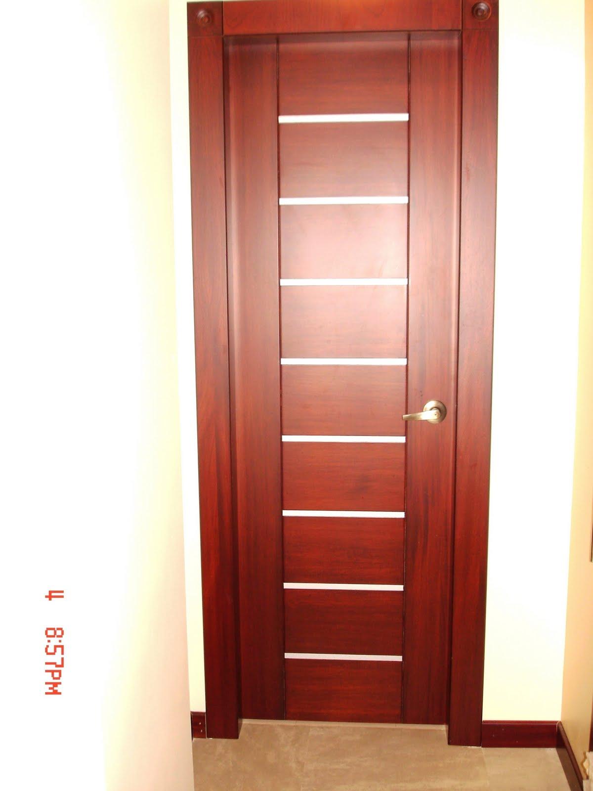 Puertas de aluminio para ba o color madera for Puertas en madera para interiores