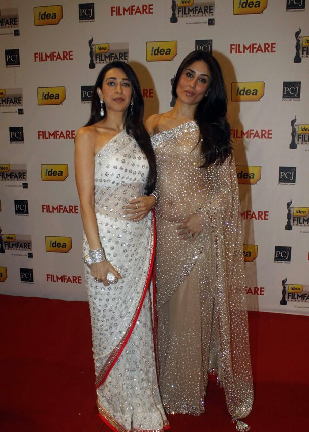 Karishma and Kareena kapoor in Saree1 - Karishma and Kareena kapoor in Saree At 57th Idea Filmfare Awards 2011 