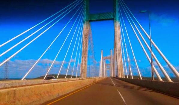Perto de Porto Darz: não é só em São Paulo que existem pontes estaiadas.