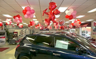 balon lampion showroom mobil