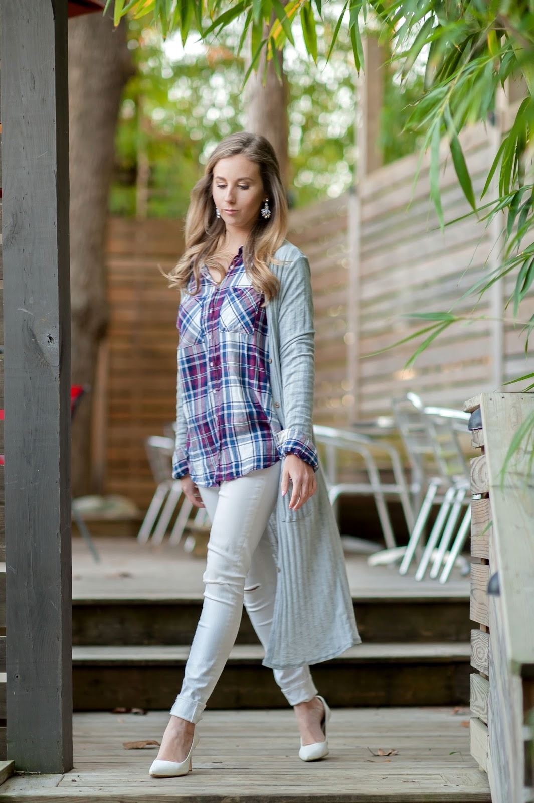 long-flowing-duster-cardigan-outfit-with-plaid-and-pumps