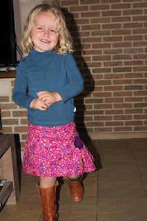 http://naaikriebels.blogspot.be/2012/10/kleurrijk-winterrokje.html