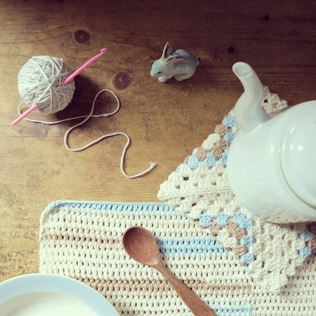 ByHaafner, crochet, placemat, granny square, potholder, pastels