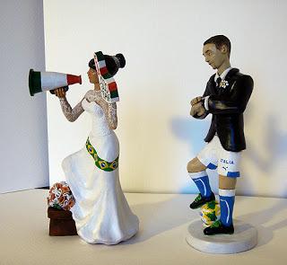 Sposi torta matrimonio personalizzati pallone orme magiche