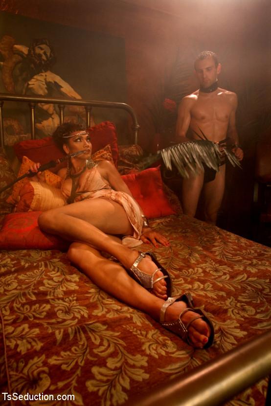 muzhchini-seksualnie-rabi-foto-i-video