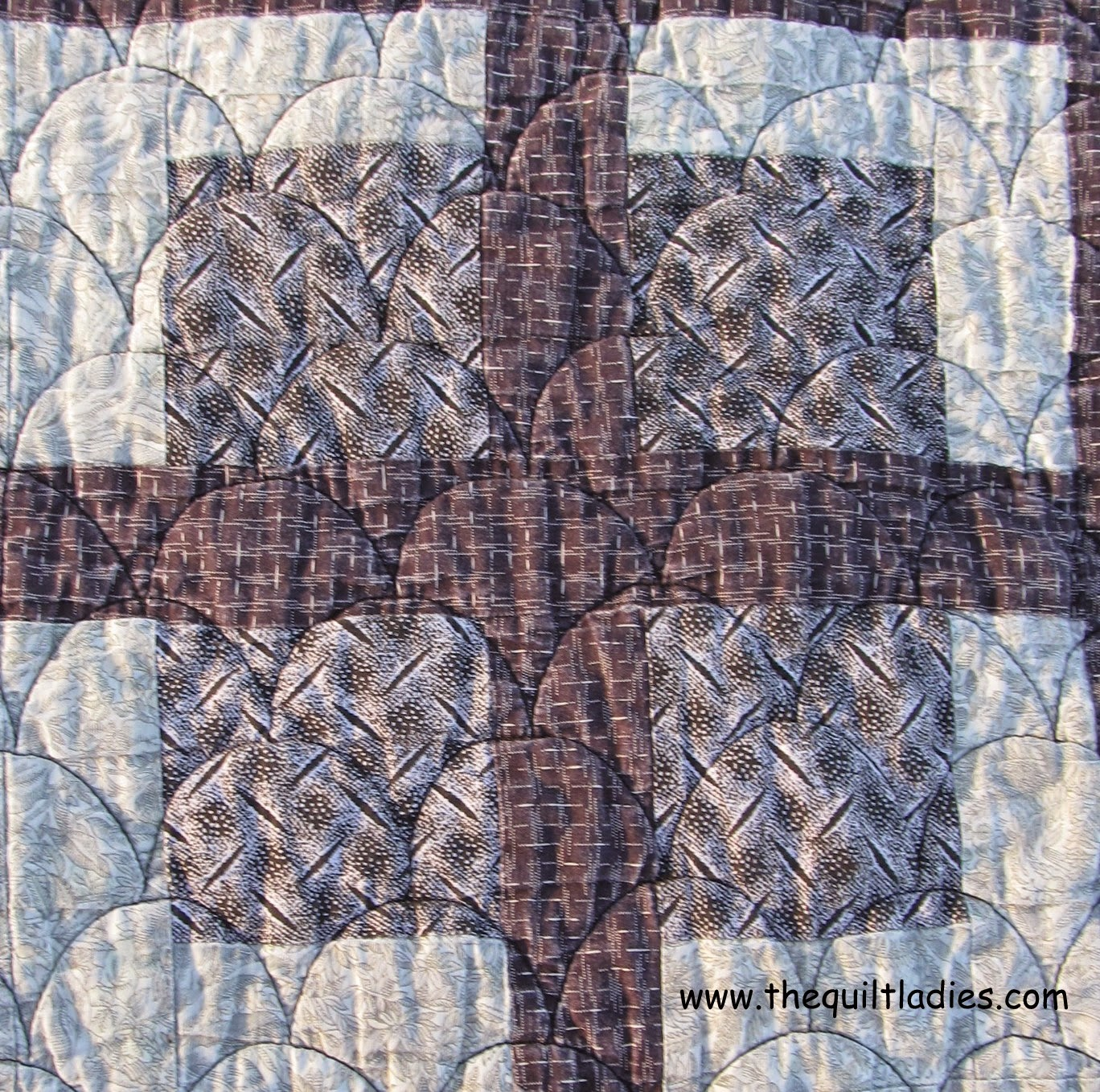 free quilt pattern for a purple quilt block