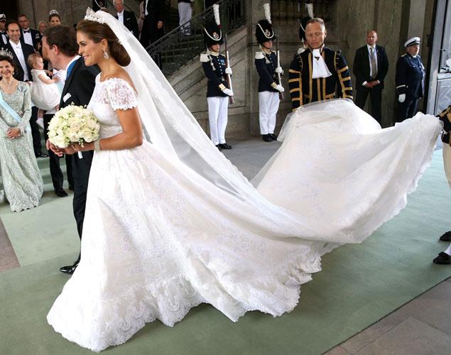 Magdalena de Suecia vestida por Valentino en su entrada a Ia Iglesia