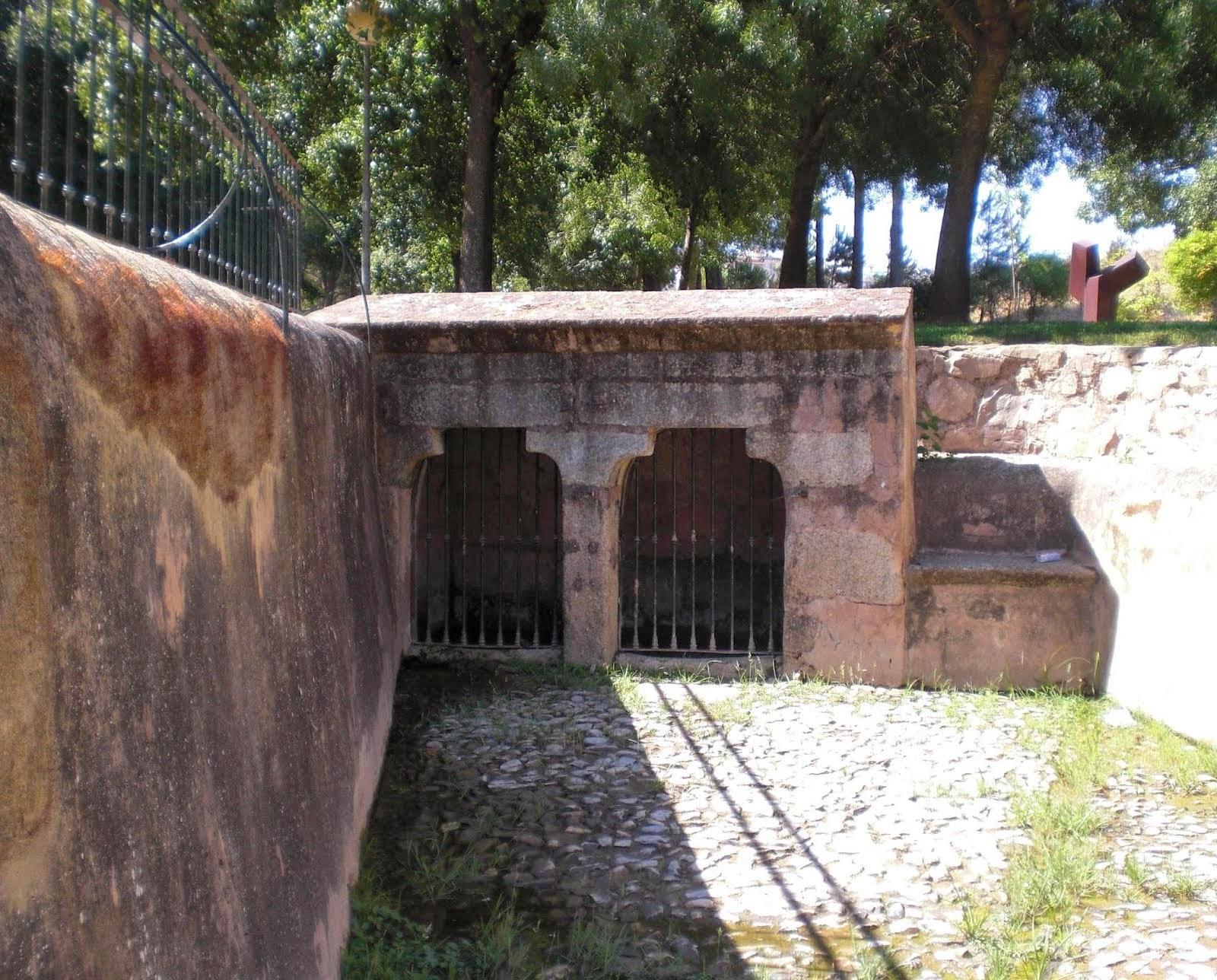 Antiguas fuentes públicas de abastecimiento de Cáceres y Badajoz