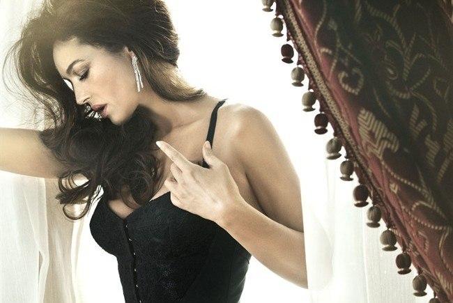 Monica bellucci stuns in dolce gabbana for vanity fair - Diva futura foto ...