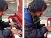 Jadi Gelandangan Selama 30 Tahun, Pria Ini Jago Bermain Piano
