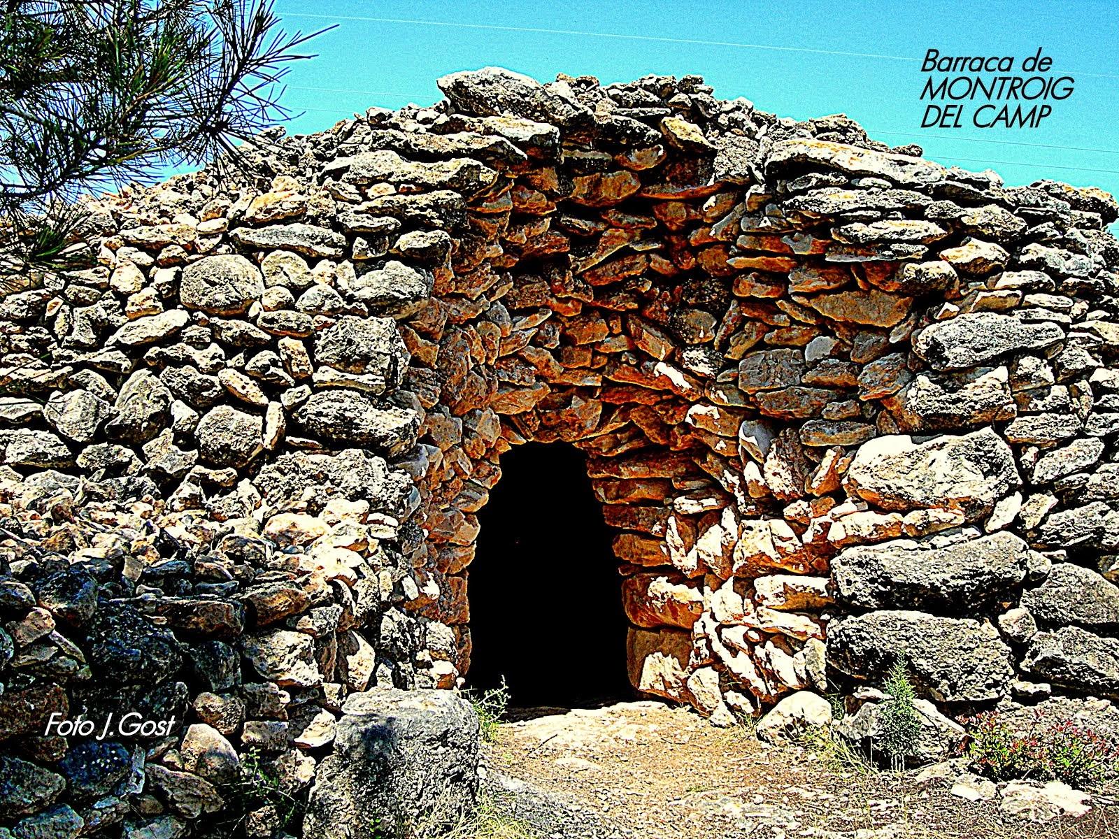 Una barraca de pedra contundent.