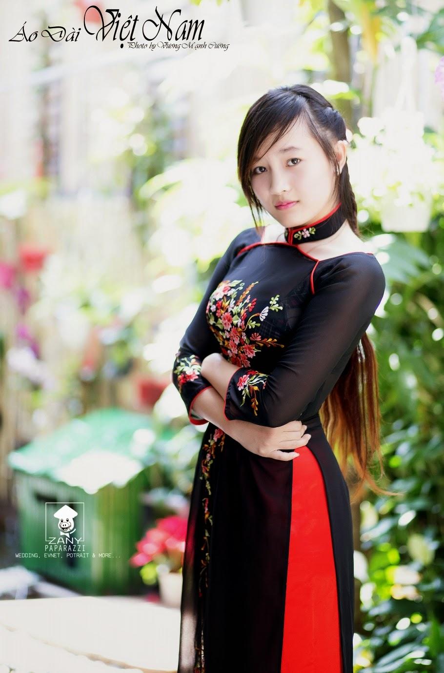Girl xinh với áo dài truyền thống