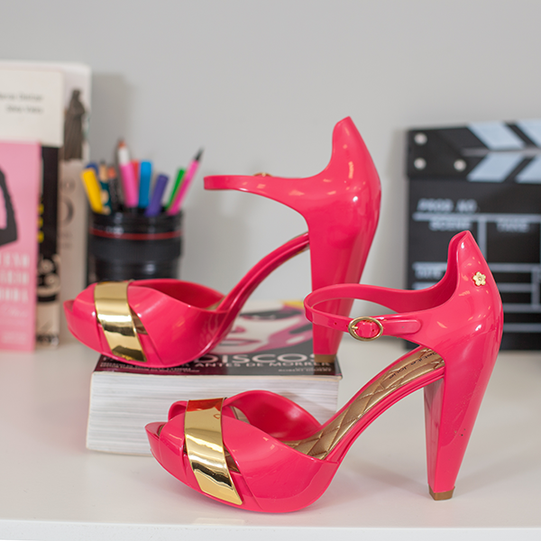 Sandália salto rosa e dourado Petite Jolie