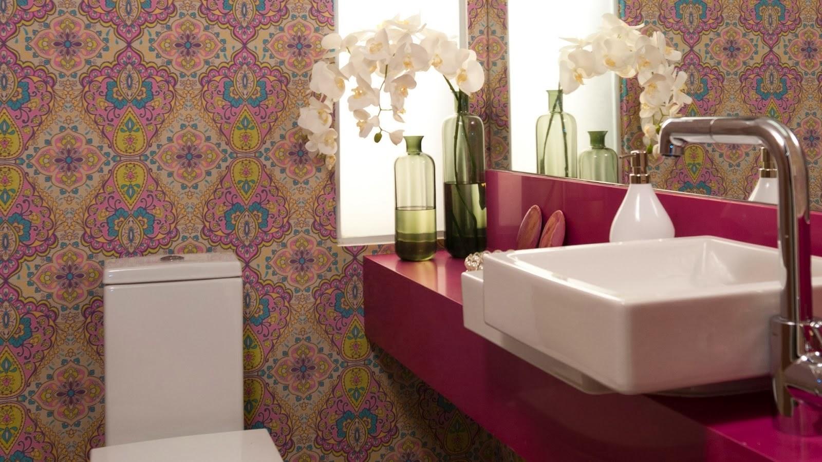 Imagens de #3D1D1C Lavabo com bancada rosa e papel de parede acompanhando a cor. Olha a  1600x900 px 3608 Banheiros Super Modernos