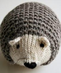 http://translate.google.es/translate?hl=es&sl=en&tl=es&u=http%3A%2F%2Fwww.purlbee.com%2Fthe-purl-bee%2F2013%2F2%2F9%2Fwhits-knits-knit-hedgehogs.html