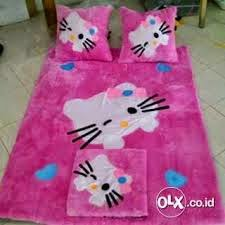 foto karpet berkarakter hello kitty pink