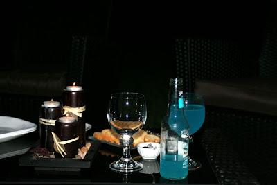 Fancy outdoor dinner in candle lights :: Niagara-on-the-Lake wine and fruit spread :: All Pretty Things