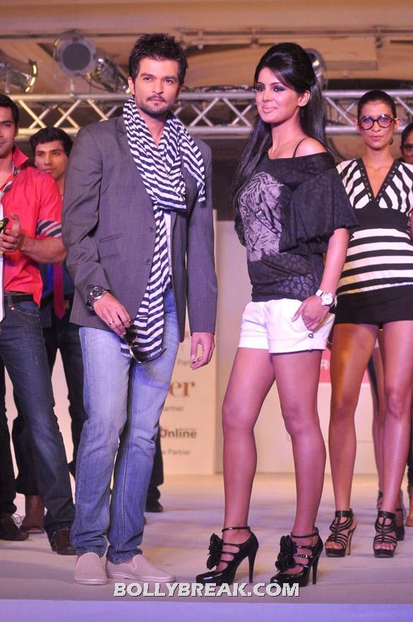 , Geeta Basra & Jiah Khan Walk The Ramp