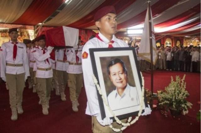 Proses Pemakaman Ketua Umum Partai Gerinda
