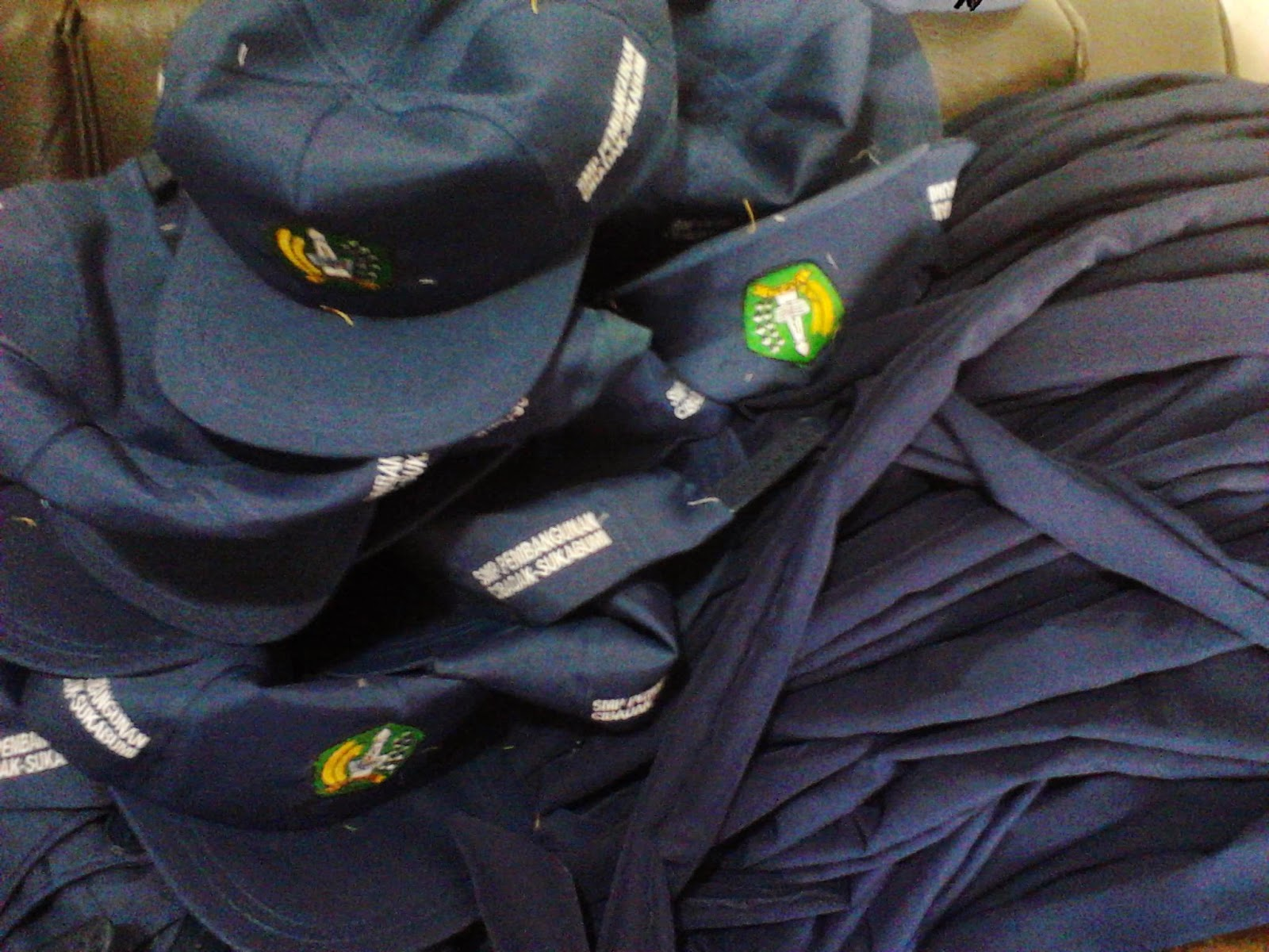 Dasi dan Topi Bordir Komputer SMP Murah