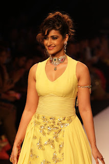 Ileana walks On The Ramp At IIJW 2015 Day 3 in a deep neck Yellow Gown WOW Must see