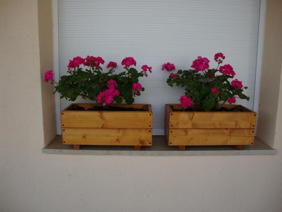 Jardineras de madera febrero 2013 for Jardineras para balcones