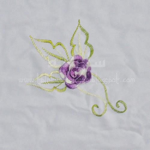 Telekung Vietnam bunga ungu lavender-putih / daun hijau-kuning sulam bunga timbul