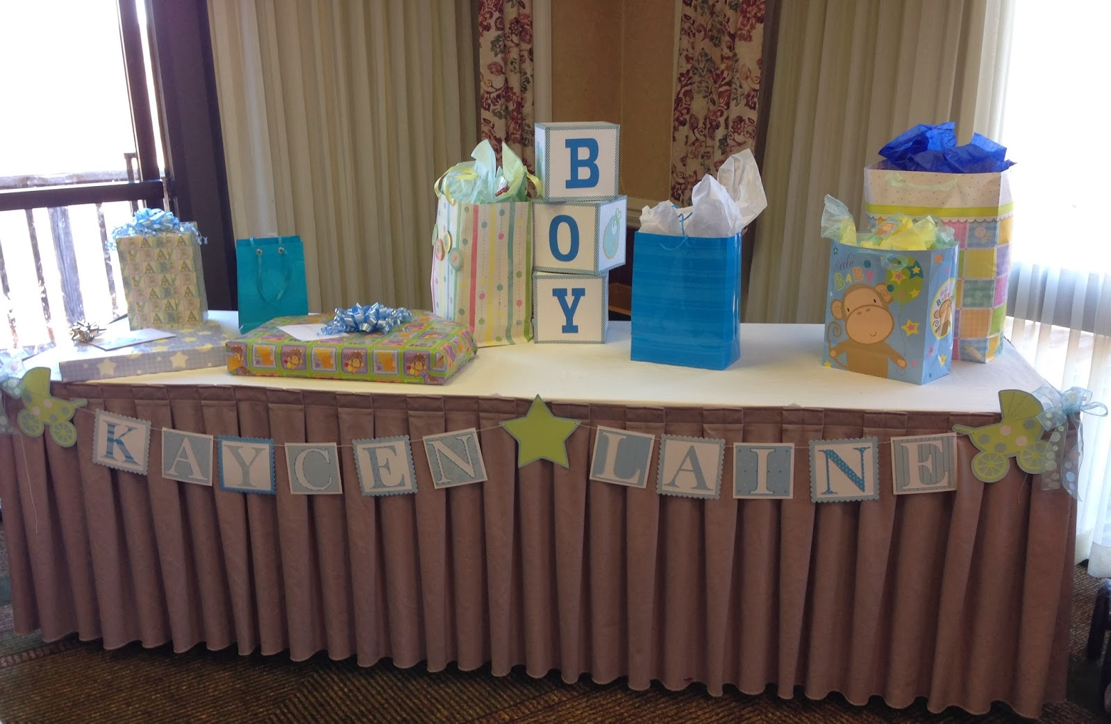 Mrs crafty adams baby shower decorations for Baby gift decoration ideas