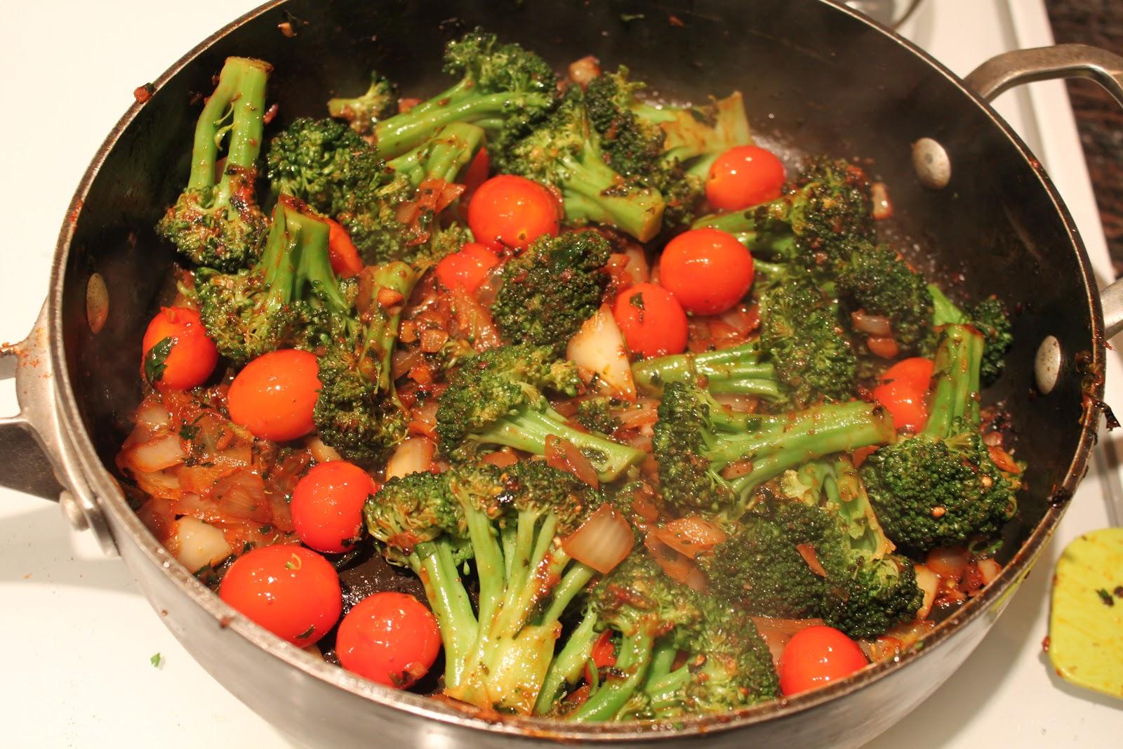 River North Paleo Girl: Mediterranean Broccoli
