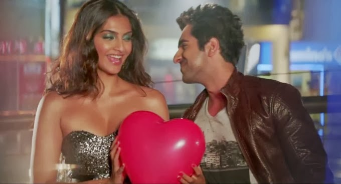 Sonam Kapoor big brown nip seen in braless top