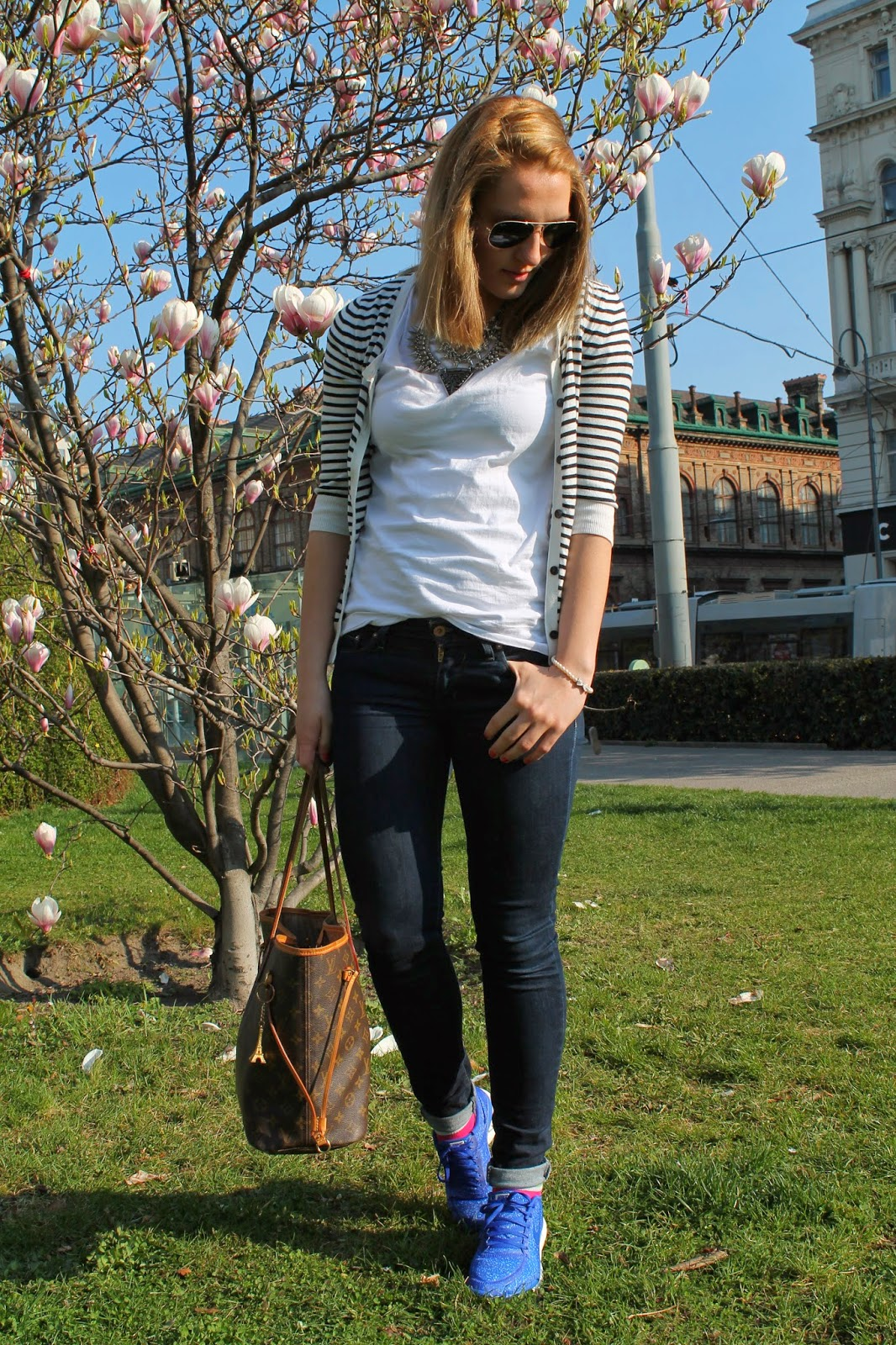 Fashionblogger Austria Österreich Kärnten Carinthia Klagenfurt Wien Vienna Viennese Blogger Nike Sneaker 5.0 Cardigan Striped Louis Vuitton Neverfull Zara Statement Necklace Levis Jeans Svetlana Lavender Star Look Streetstyle Fashionista Spring Look Spring Collection 2014