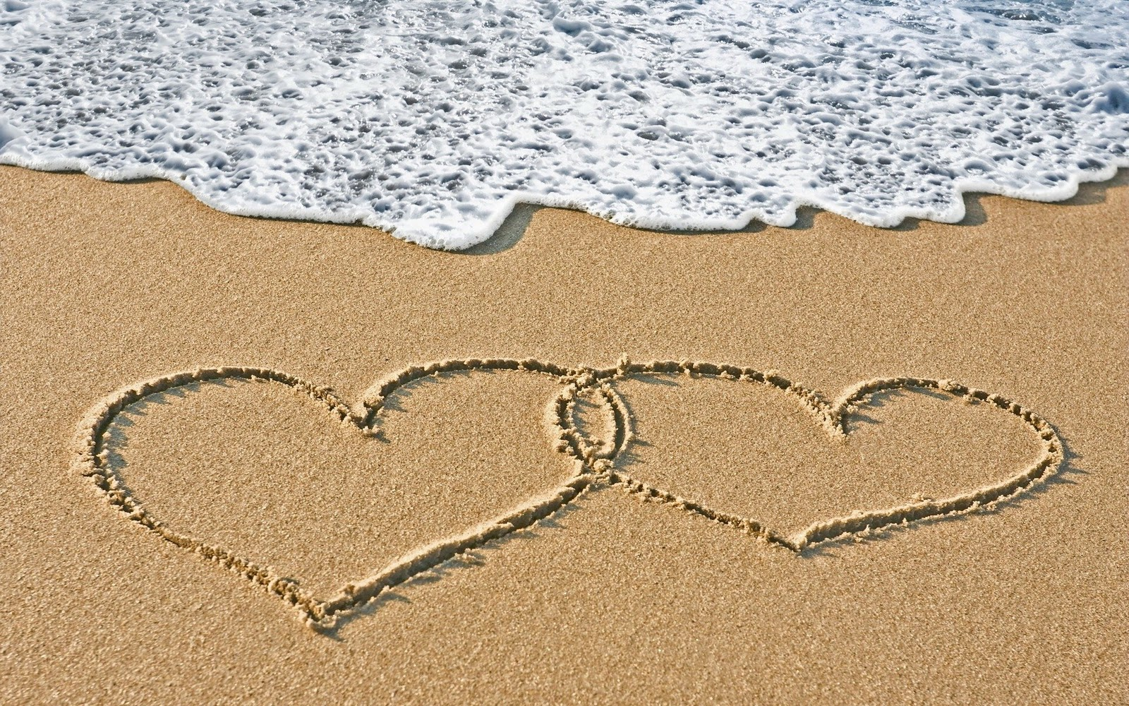 Two Hearts In The Sand HD Wallpaper | Love Wallpapers ...