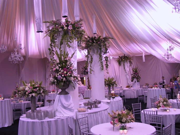 Life for rent wedding reception centerpiece ideas for Wedding hall decoration photos