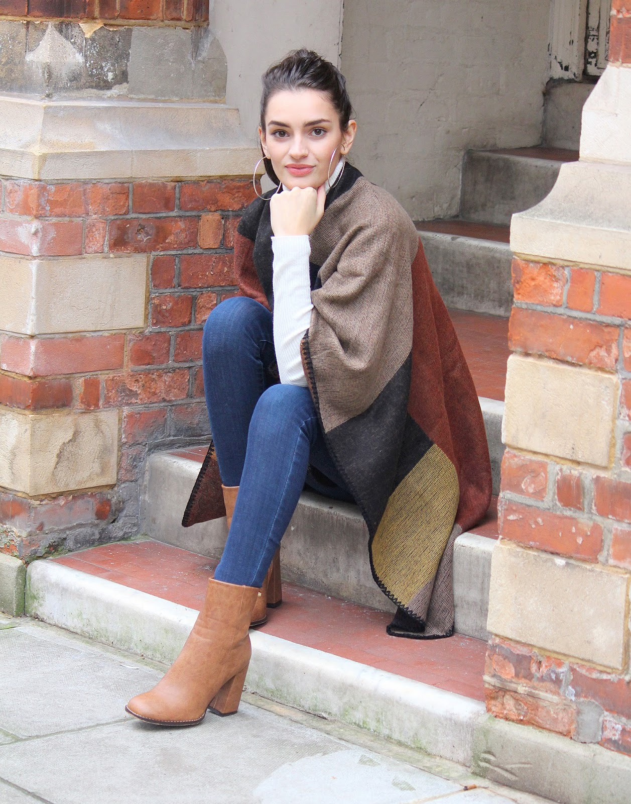 peexo fashion blogger wearing winter cape