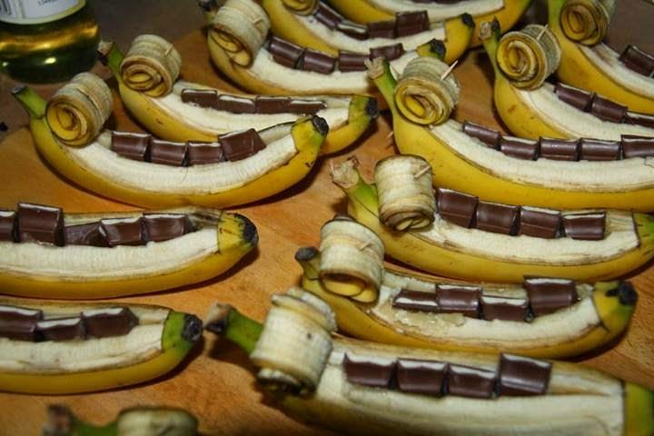Barbie Girl Bananen Gefullt Mit Kinderschokolade Und Vanilleeis On Top