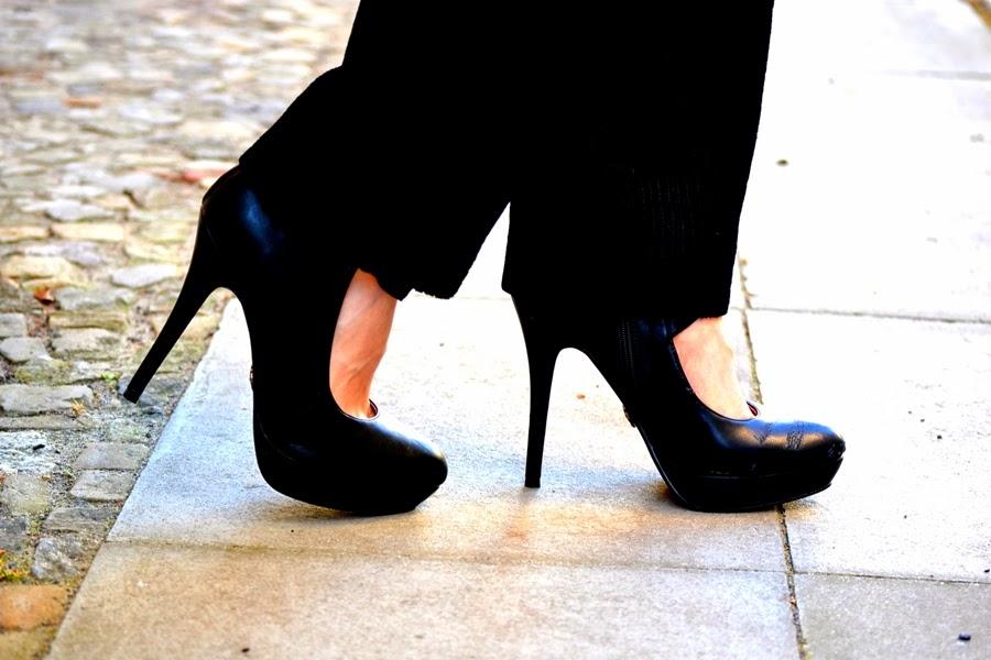high heel schwarz strasse